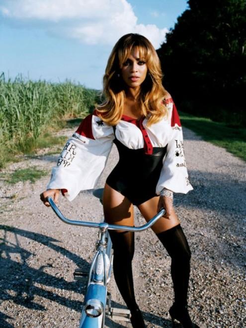Beyonce_Knowles_bike